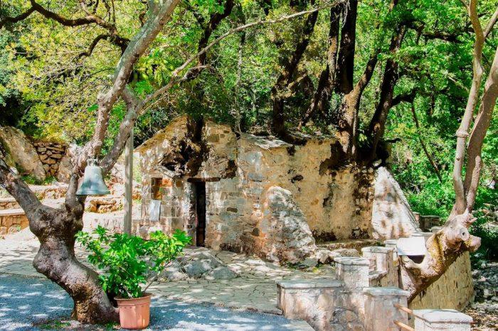 Μονοήμερη Εκδρομή στην Αγία Θεοδώρα Βάστας – Αγία Φωτεινή- Σπήλαιο Κάψια